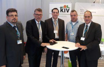 Dr. Hartmut Schubert, Staatssekretär im Thüringer Finanzministerium, informierte sich am Stand der KIV Thüringen GmbH über das Leistungsspektrum des Unternehmens